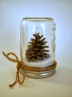 Perfect for both fall and winter, try these Easy Pine Cone Crafts ideas for Kids, and the whole family. Fun and easy DIY Christmas Crafts for all ages.Little Hiccups: DIY Waterless Snow Globes (homemade kids gifts snow globes)Creative DIY Snow Globe Mason Mason Jar Crafts, Mason Jar Diy, Bottle Crafts, Decor Crafts, Holiday Crafts, Diy And Crafts, Pine Cone Crafts For Kids, Pinecone Crafts Kids, Budget Crafts