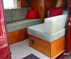 DIY Pull-Out RV Sofa Bed DIY Ideas However, when you decide to use an RV pull-out sofa bed, you may not want to put your home furniture in the same room as your bed. Diy Sofa, Rv Sofa Bed, Pull Out Sofa Bed, Sofa Seats, Camper Furniture, Diy Furniture, Camper Beds, Camper Van, Campervan Bed