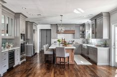 Impressive Small kitchen makeover cost,Small kitchen renovation before and after and Kitchen remodel boise. Grey Kitchen Designs, Interior Design Kitchen, Home Design, Grey Interior Design, Kitchen Color Design, Kitchen Design Classic, House Kitchen Design, Design Color, Design Design