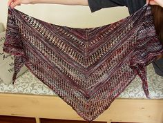 Can't figure out what to knit with that single skein of sock yarn in a variegated colorway that you've had in your stash for months? Here's the answer! Knit Or Crochet, Lace Knitting, Crochet Shawl, Shawl Patterns, Knitting Patterns Free, Crochet Patterns, Free Pattern, Ravelry, Sock Yarn