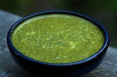 Um delicioso molho verde dukan, ótimo para temperar as carnes das refeições principais.