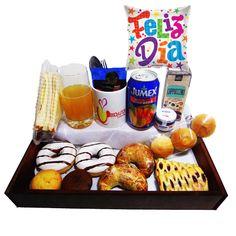 Desayuno felicidades en tu dia - Desayunos a Domicilio en Santiago Chocolates, Queso Fresco, Bagel, Cereal, Lunch Box, Breakfast, Food, Teacher Gifts, Wooden Trays