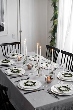 Modern Christmas Table - Homey Oh My Simple Christmas table decor Centerpiece Christmas, Christmas Party Table, Christmas Table Settings, Christmas Tablescapes, Christmas Table Decorations, Holiday Tables, Decoration Table, Table Centerpieces, Christmas Candles