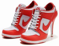 O conforto de um tênis com a elegância de um salto. Modelo exclusivo, design fantástico! É isso mesmo que você está vendo, um tênis Nike de salto alto!