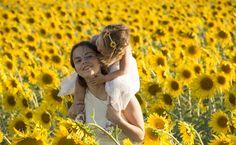 foto girasoles mama e hija sunflowers
