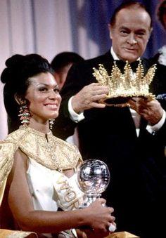 Jennifer Hosten beauty queen 👸🏽 Miss World 1970 Grenada 🇬🇩 Social Projects, Miss World, Beauty Pageant, World History, Beauty Queens, Grenada, Dark Skin, Black History, Jamaica