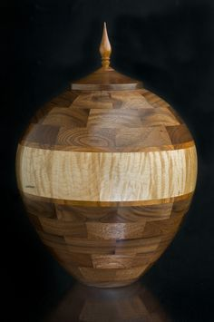 Gorgeous two-tone segmented cremation urn. By Great American Urn Company Lathe Projects, Wood Turning Projects, Wood Projects, Funeral Urns, Wood Tray, Wood Wood, American Houses, Cremation Urns, Plates And Bowls