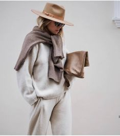 Camel Hat, Brown Sweater Tied Over the Shoulders, Beige Sweater and Pants Set on Style Chic This Chic Loungewear Look Gives You the Perfect Excuse to Stay In Outfits Casual, Style Outfits, Style Casual, Mode Outfits, Casual Look, My Style, Hair Style, Lounge Outfit, Lounge Wear