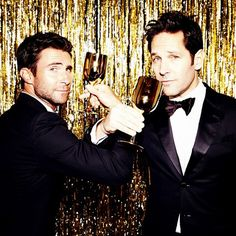 Adam Levine and Paul Rudd backstage at the Golden Globes.