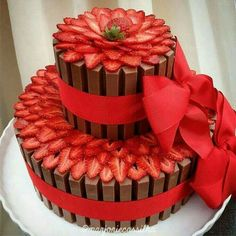 A strawberry and kit Kat cake