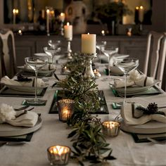 Cool 40 Awesome Christmas Dinner Table Decorations Ideas https://livingmarch.com/40-awesome-christmas-dinner-table-decorations-ideas/