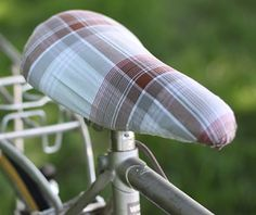 Just when you thought.: DIY: How to make your own Bike Seat Cover Small Sewing Projects, Diy Projects To Try, Sewing Hacks, Craft Projects, Sewing Tips, Make Your Own, Make It Yourself, How To Make, Bike Seat Cover