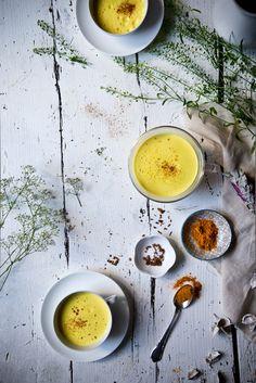 Golden Milk - Nussmilch mit Kurkuma, Zimt und Vanille. Eine leckere und gesunde Alternative zum Kaffee!