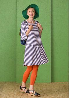Das gestreifte Kleid aus Öko-Baumwolle ist ein fantastisches Langarm-Trikotkleid mit einem weichen Halsausschnitt. Suche jetzt deine Lieblingsfarbe aus und strahle in deinem neuen gestreiften Kleid: http://www.gudrunsjoeden.de/mode/produkte/kleider/gestreiftes-kleid-aus-oeko-baumwolle-60703