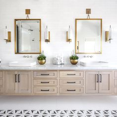 This white oak vanity brass accents come together for one master bath you'd have to drag us out of! #pattersoncustomhomes #thenewstandard . . . Architect: @brandonarchitects Interior: @lindyegalloway Photo: @chadmellon
