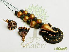 Maitri terracotta Terracotta Jewellery Making, Terracotta Jewellery Designs, Terracotta Earrings, Beaded Necklace Patterns, Jewelry Patterns, Quilling Jewelry, Polymer Clay Jewelry, Funky Jewelry, Handmade Jewelry