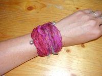 armband haken van zijdegaren en rijgen met lintgaren www.caatjeknutsel.nl