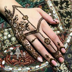 Most Beautiful Henna Designs 2019 Back Hand Mehndi Designs, Mehndi Designs For Hands, Henna Tattoo Designs, Bridal Mehndi Designs, Buy Henna, Henna Mehndi, Henna Art, Henna Mandala, Mandala Wolf