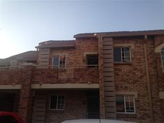 2 Bedroom top unit in Sable Mansions, Mooikloof Ridge for 1 Dec 2016