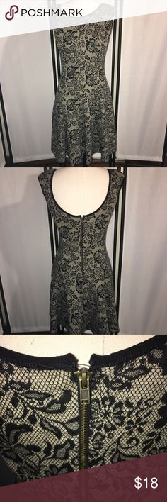 Maggy  London Dress Gently used dress,zips up the back beautiful sz 2 knee length fuller on the bottom. Beautiful print! Maggie London Dresses Midi
