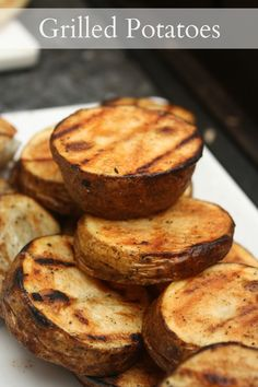 This grilled potato recipe uses simple ingredients to enhance the flavor of the potatoes. They taste like grilled french fries. These grilled potatoes make . Great Recipes, Favorite Recipes, Yummy Recipes, Recipies, Interesting Recipes, Sweets Recipes, Healthy Recipes, Grilled Potato Recipes, Veggie Recipes