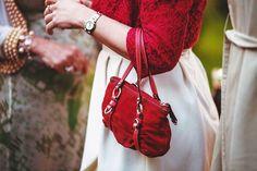 Wczoraj usłyszałam świetne porównanie SEO do czerwonej torebki którą kobieta zabiera na randkę w ciemno - aby zostać rozpoznaną zwiększyć swoją pewność siebie oraz podwoić szansę na powodzenie.   Pozycjonowanie właśnie jest taką czerwoną torebką dla strony WWW lub bloga który idzie na randkę z czytelnikiem. W ten sposób zwraca na siebie uwagę w wyszukiwarce i pozyskuje większą ilość czytelników którzy być może zostaną z Tobą na dłużej.   Dziś jest dla mnie szczególny dzień ponieważ moja mama…