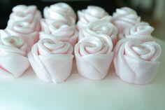 Baking my dream cakes: Ruusuja sokerimassasta - alle minuutissa! :)