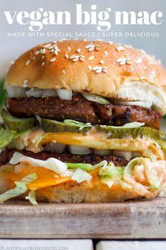 Vegan Big Mac - Vegetarian, vegan and macrobiotic food - Burger Vegan Dinner Recipes, Veggie Recipes, Whole Food Recipes, Cooking Recipes, Healthy Recipes, Best Vegan Burger Recipe, Vegan Veggie Burger, Vegan Sandwich Recipes, Good Vegan Recipes