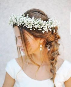Most up-to-date Photos Bridal Flowers gypsophelia Tips Consider efforts and determine what you like, in addition to discover how it is referred to as, prio Romantic Flowers, Bridal Flowers, Flowers In Hair, Flower Hair, Down Hairstyles For Long Hair, Wedding Hairstyles, Chic Hairstyles, Vintage Hairstyles, Baby Breath Flower Crown