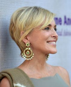 Actress Sharon Stone attends the annual Chrysalis Butterfly Ball sponsored by Audi, Kayne Anderson, Lauren B. Beauty and Z Gallerie on June 2015 in Los Angeles, California. (Photo by Jason Kempin/Getty Images for Chrysalis Butterfly Ball) Sharon Stone Now, Sharon Stone Short Hair, Sharon Stone Hairstyles, Sharon Stone Photos, Corte Y Color, Hollywood Star, Bikini Pictures, Aging Gracefully, Great Hair