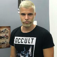 "200 Me gusta, 17 comentarios - FilipeZoobi (@filipezoobi) en Instagram: ""É carnaval que diz é? ✌ #platinado #carnaval #style #hair #men #tôpronto #padrãovirgulino"""