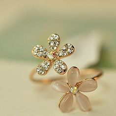 Daisy shaped rhinestone adjustable ring for your beauty look. Get it at $2.99