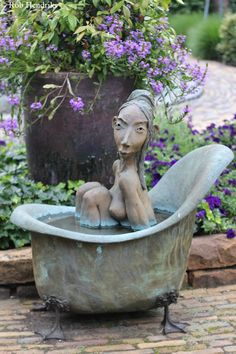 Lady in bathtub Dirk de Keyzer Sculpture Clay, Wall Sculptures, Statues, Pottery Videos, Urban Farmer, Ceramic Clay, Artist Art, Pottery Art, Art Dolls