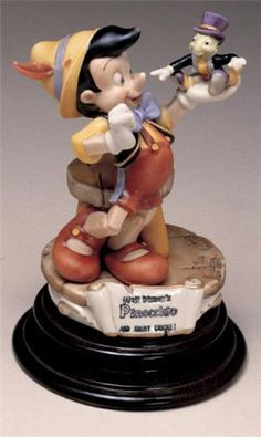 *PINOCCHIO & JIMINEY CRICKET ~ Capodimonte.Mint in the original box. It has never been removed except to inspect the item. It comes with a certificate of Authenticity. This exquisite porcelain Capodimonte sculpture is from the Disney Laurenz Classic Collection. limited edition of: 1026 pieces total made world wide.