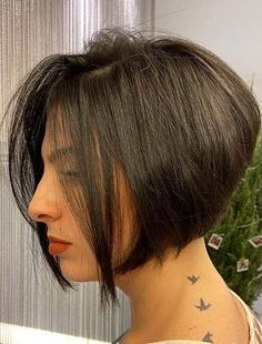 Best Ever Short Bob Haircuts for Women to Sport in 2020 Bob Haircuts 2017, Best Bob Haircuts, Bob Haircuts For Women, Medium Hair Cuts, Short Hair Cuts, Medium Hair Styles, Short Hair Styles, Short Graduated Bob, Graduated Bob Haircuts