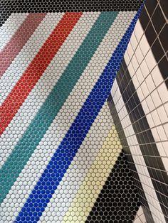 ¡MIX DE FORMATOS! Hexágonos, círculos y cuadrados que se fusionan para crear DISEÑOS A LA CARTA. 💙💚❤️ Stand de #Hisbalit en @cersaie 2021 fabricado de manera artesanal con mosaico #ecofriendly 🌿 | 100% #MadeInSpain Skyscraper, Mosaic Floors, Multi Story Building, Flooring, Photo And Video, Instagram, Mosaics, Squares, Create