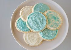 Frosted Sugar Cookies recipe - These cookies take sugar cookies to a whole new level and are so easy to make. #cookies #dessert