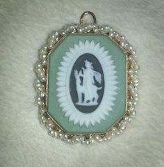 14k Solid Gold Pearl Wedgwood Pendant Brooch Green.  63Tc. Made in England.
