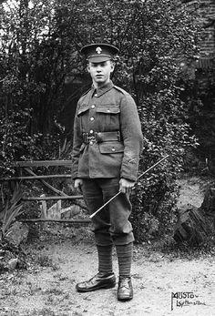 Privé Albert Jones 2 / 4e régiment de Londres, le Royal Fusiliers privée Jones, de Leytonstone, Essex, est mort, âgé de 19 ans, le 2 Août 1918 à n ° 4 Casualty Clearing Station, Pernois, tandis que des blessures reçues dans l'action. Il est enterré au cimetière britannique Pernois, Halloy-les-Pernois, France.