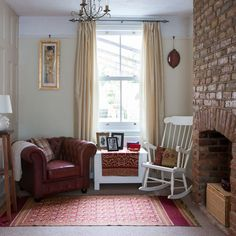 Neutral living room with red furniture Retro living room with pretty prints Retro Living Rooms, Living Room Images, Living Room Modern, My Living Room, Living Room Decor, Furniture Ads, Living Room Furniture, Beautiful Living Rooms, Living Room Inspiration