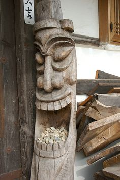 Woodworking Projects carving - large smiling TIKI - Yo can tell I have arrive where I am to stay. Tree Carving, Wood Carving Art, Wood Art, Woodworking Lathe, Woodworking Projects, Woodworking Patterns, Popular Woodworking, Diy Wood Projects, Wood Crafts