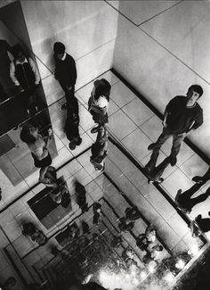 """Christian Megert Spiegelkonstruktion """"Environment, documenta 4"""" (1968) ist..."""