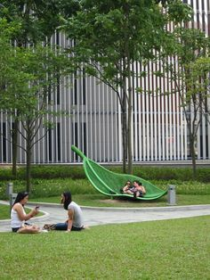 Park bench, Government Headquarters, Admiralty Park, Hong Kong. Rocco Design Architects Ltd