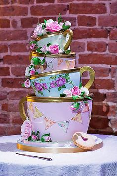 Eye-Catching Unique Wedding Cakes ❤ See more: http://www.weddingforward.com/unique-wedding-cakes/ #weddings #weddingcakes