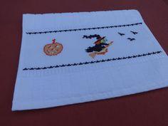 Toalha de lavabo - bordado me ponto cruz - halloween - dia das bruxas - bruxas - abobora - morcegos