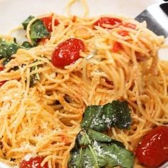 This 20 Minute Cherry Tomato and Basil Angel Hair Pasta comes together in a jiffy, and will satisfy the whole family, even the kids! Angel Hair Pasta Recipes, Easy Pasta Dinner Recipes, Pasta Salad Recipes, Easy Meals, Pasta Recipes Video, Tasty Videos, Food Videos, Cooking Recipes, Healthy Recipes