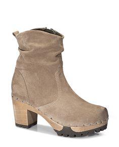 OPHELIA Bailey tan #softclox #soft #clogs #munich #muc #OPHELIABailey #brown #fall #fallshoes #veloursleather #woddensole