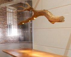 Plafondlamp met vijf Led spots in oude Eikenhouten tak.