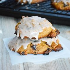 Chocolate Chip and Bacon Pumpkin Scones (with cinnamon glaze) #thanksgiving #pumpkin