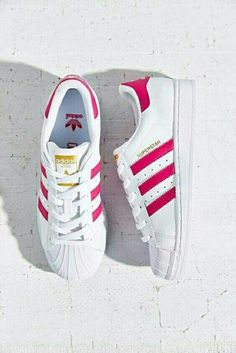 Wheretoget - White Adidas Superstar sneakers with pink stripes